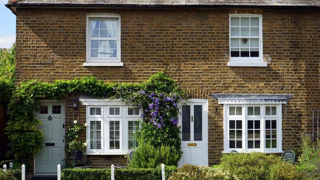 English House Front - UK Property Cash Buyers