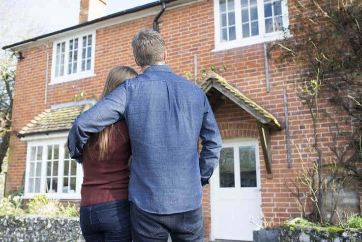 happy couple sold house - UK Property Cash Buyers