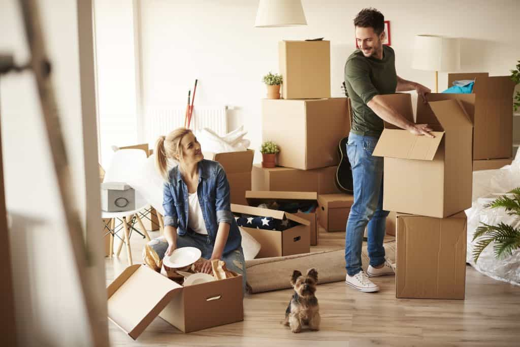 couple packing boxes - UK Property Cash Buyers
